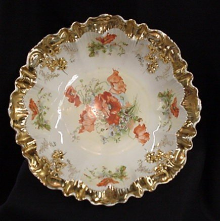 1011: Hand painted gold gilded serving bowl