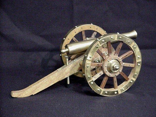 1503: Decorative miniature cannon brass/wood