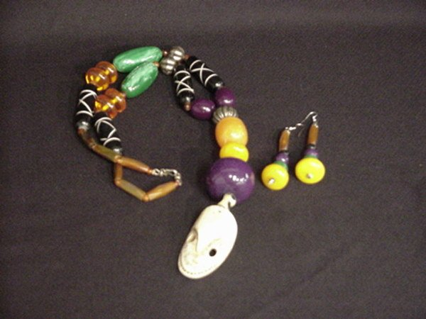 1508: Colorful African necklace and earring set
