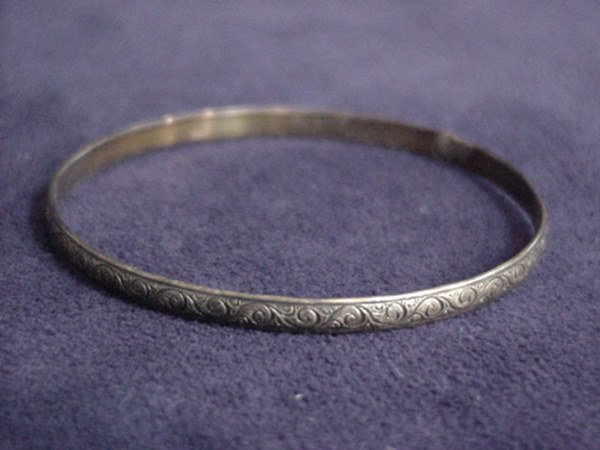 1512: Silver bracelet or bangle