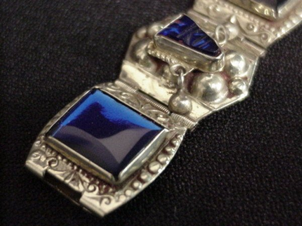 1515: Mexican sterling bracelet with blue stones