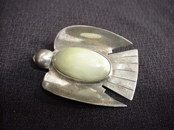 1523: Sterling Indian bird pin with light green stone