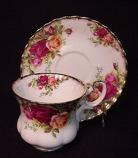 2013: Royal Albert Old Country Roses cup & saucer