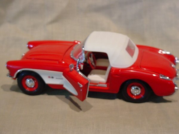 3005: Franklin Mint 1/24 Scale 1957 Chevrolet Corvette