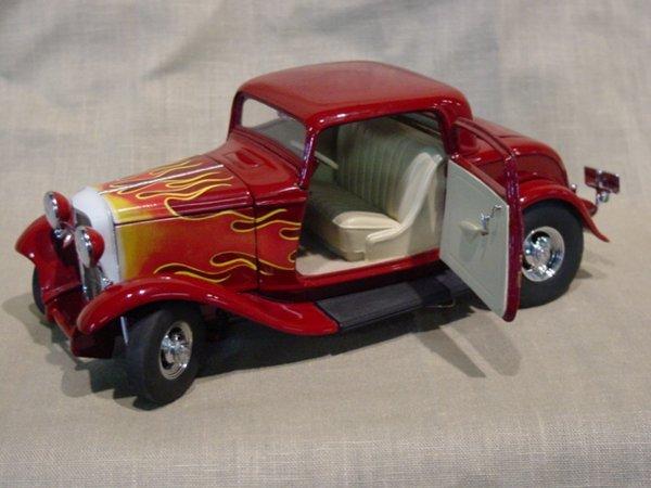3013: Franklin Mint 1/24 Scale 1932 Deuce Coupe Hot Rod