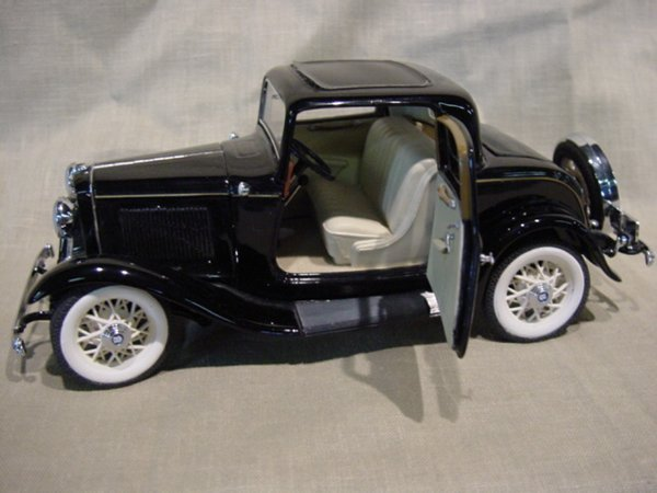 3014: Franklin Mint 1/24 Scale 1932 Ford Deuce Coupe