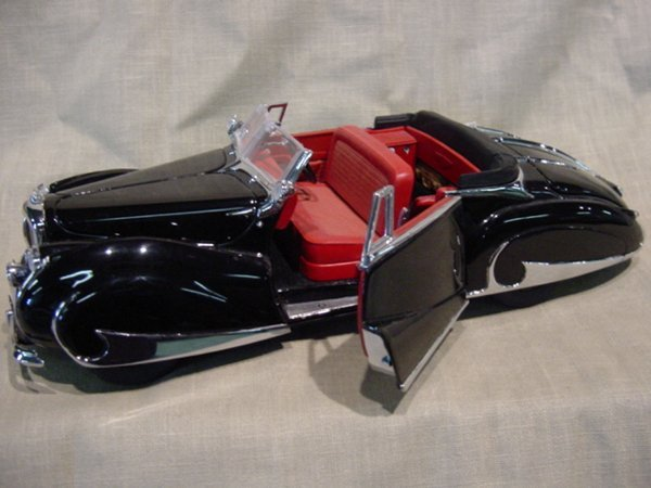 3022: Franklin Mint 1/24 Scale 1947 Bentley
