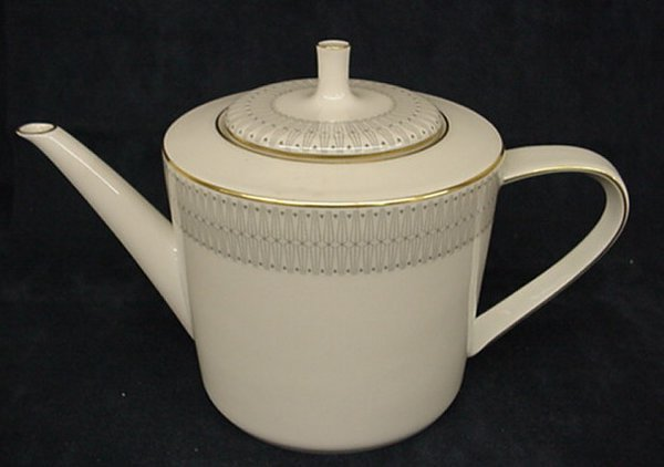 2021: Hutschenreuther teapot with gold design