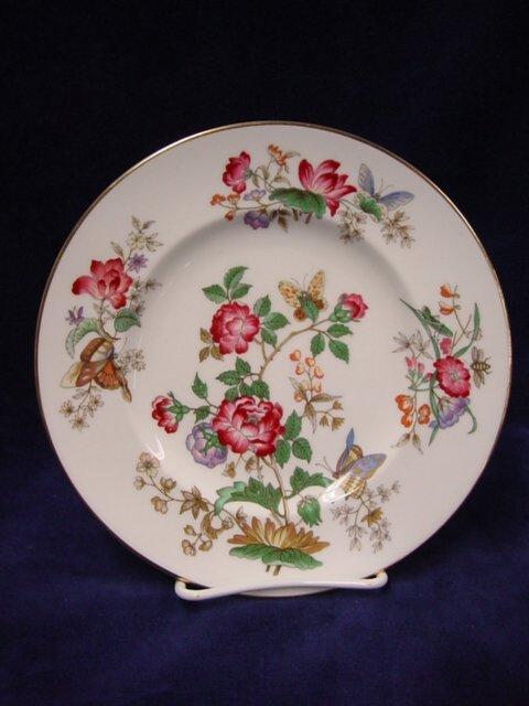 5184: Wedgwood Charnwood bone china service for 12