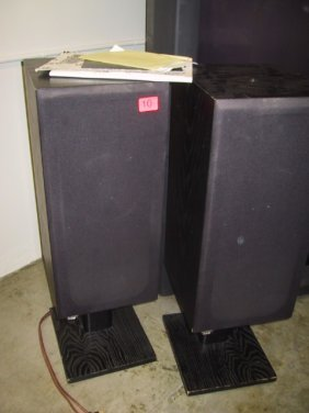 10: Set of two B&W Loudspeakers, DM 1400