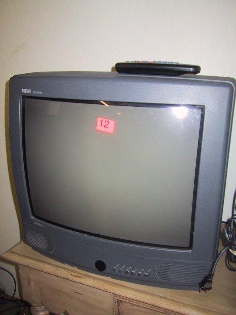 12: RCA stereo monitor, colortrak plus, w/ re