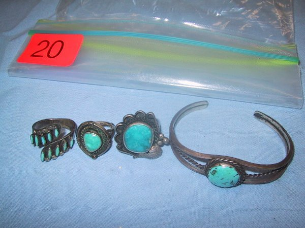 20: Thre turquoise and silver looking rings
