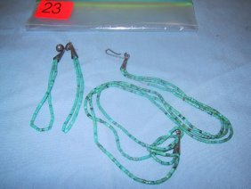 23: Turquoise beaded drop earings and necklac
