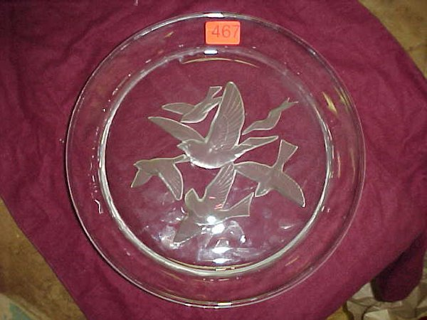 467: Large clear glass serving plater w/ bird