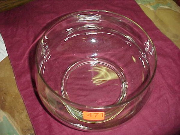 471: Large clear glass punch bowl