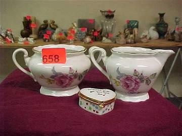 658: Czecholslovakian china sugar bowl w/ han