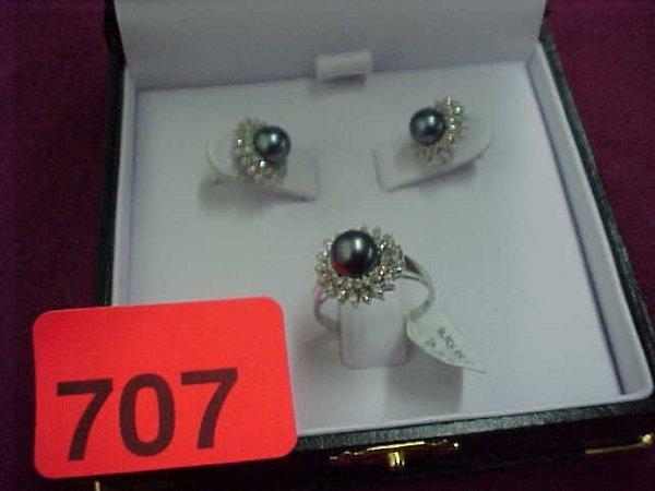 707: Black pearl and diamond  14Kt. white gol