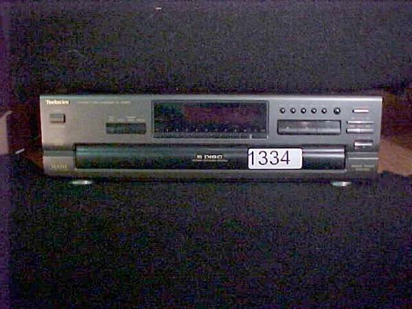 1334: Technics SL-PD687 5-disc CD player w/re
