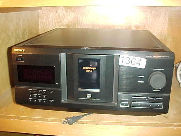 1364: Sony CDP-CX235 200 disc compact disc pl