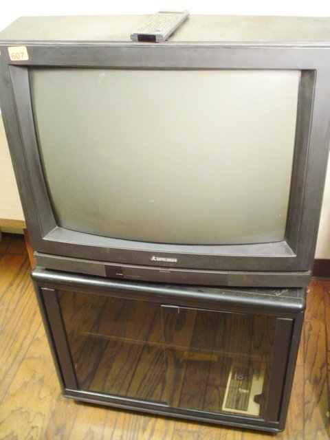 "607: Mitsubishi 26"" TV, Model CS-2610R w/remo"