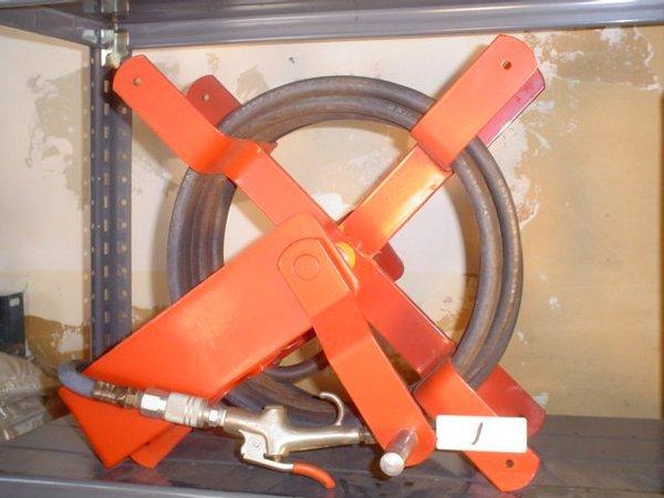 1: Air hose reel with 20' air hose
