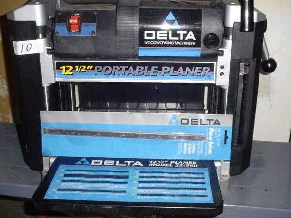 """10: Delta Model 22-560 12-1/2"""" portable plane"""
