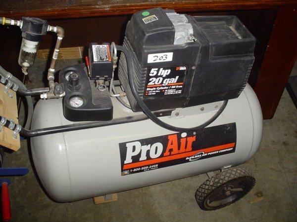 203: DeVilbiss Pro Air 5 HP 20 gallon air com