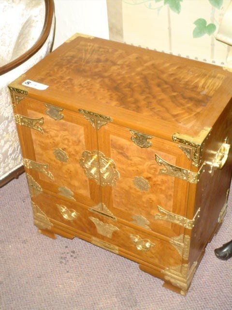 809: Burled wood chest, highly decorated, brass fitting