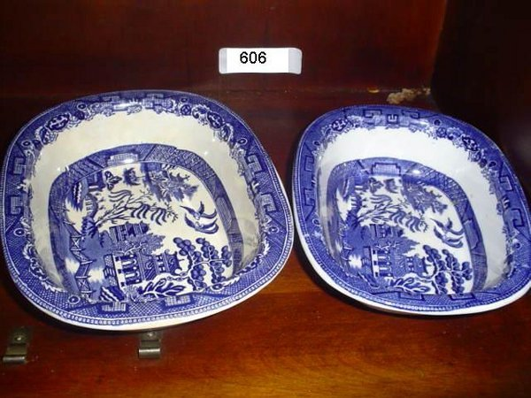 606: 2 willow pattern small tureens.   Blue willow.  Th