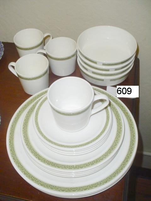 609: Set of 4 Corning Centura olive-transfer plates, sa