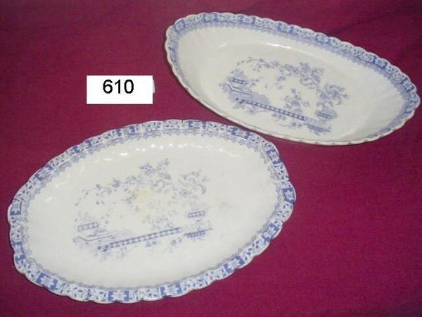 610: Blue & white transfer 2 pieces serving dish and sa