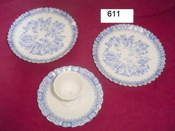 611: 1 salad plate, 2 saucers, 1 egg dish.  Blue & whit