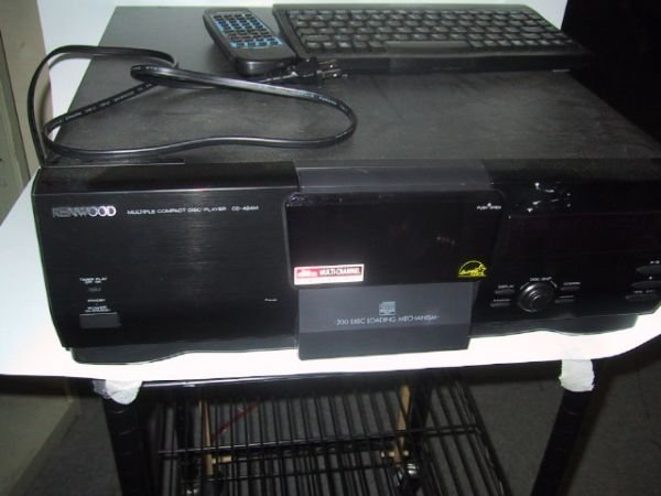 1011: Kenwood 200 compact disk player