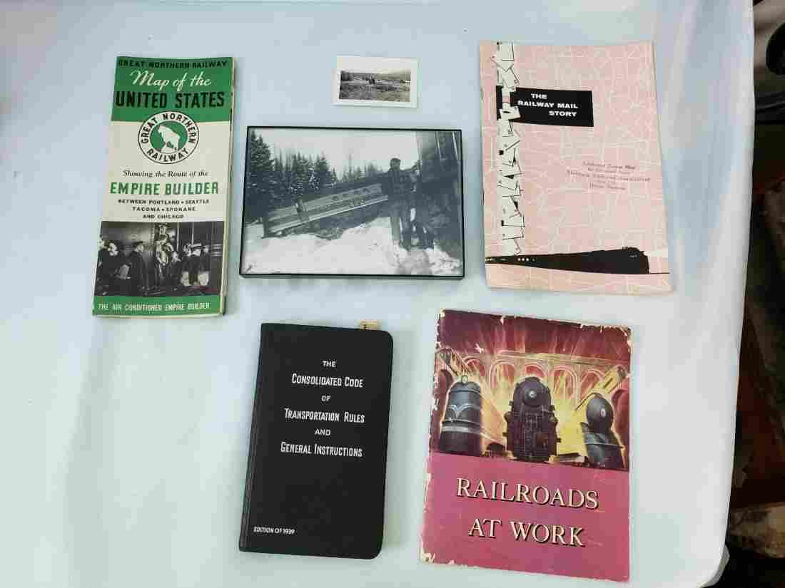 RAILROADIANA LOT 1939-1957, BOOKS, MAP, BROCHURES