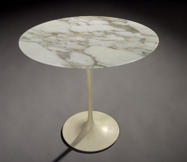 "16: Eero Saarinen ""pedestal group"" oval table Knoll"