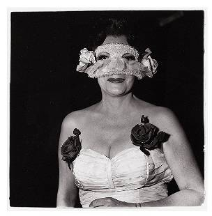 Diane Arbus, Lady at a masked ball ...