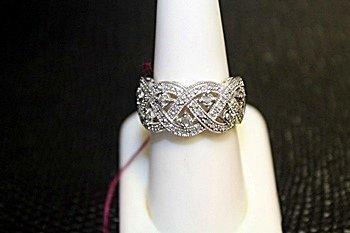 Lady's 18K White Gold Diamond Ring