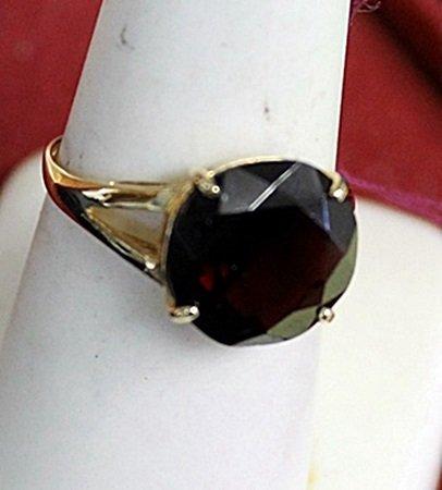 Lady's 14K Yellow Gold Garnet Ring