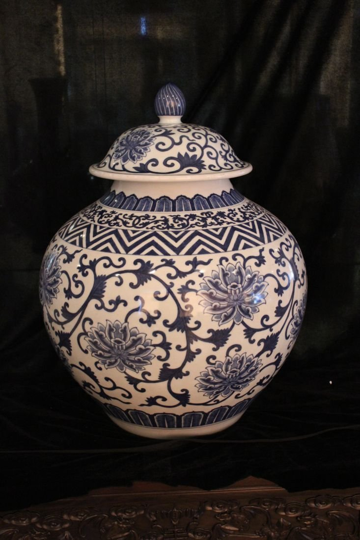 Blue and White Jar with interlaced floral design (Qing)