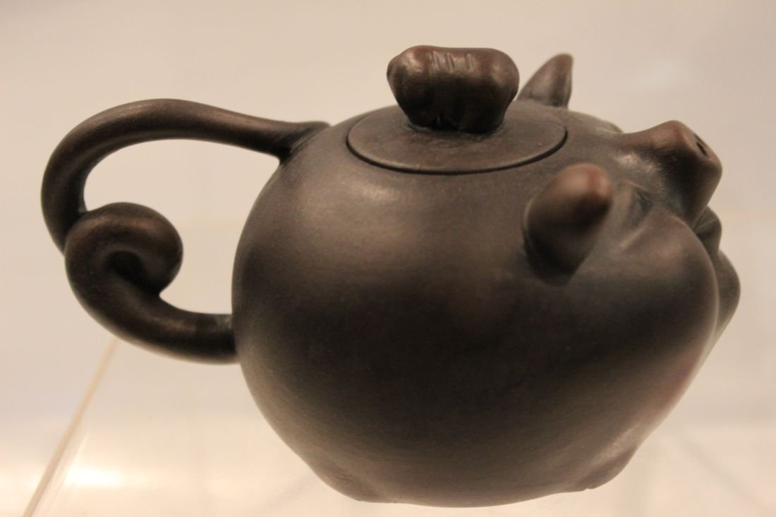 I-Hsing teapot with Lucky Hog