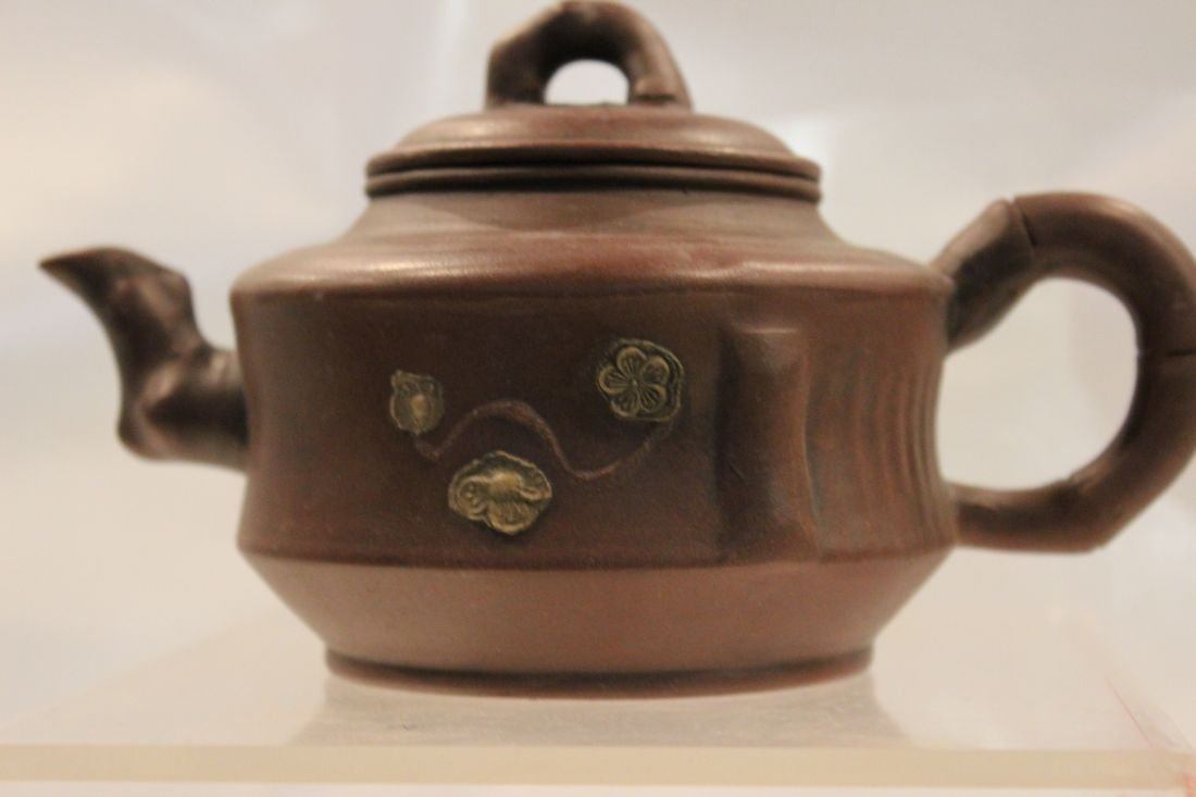 I-Hsing teapot with Dragon Designs