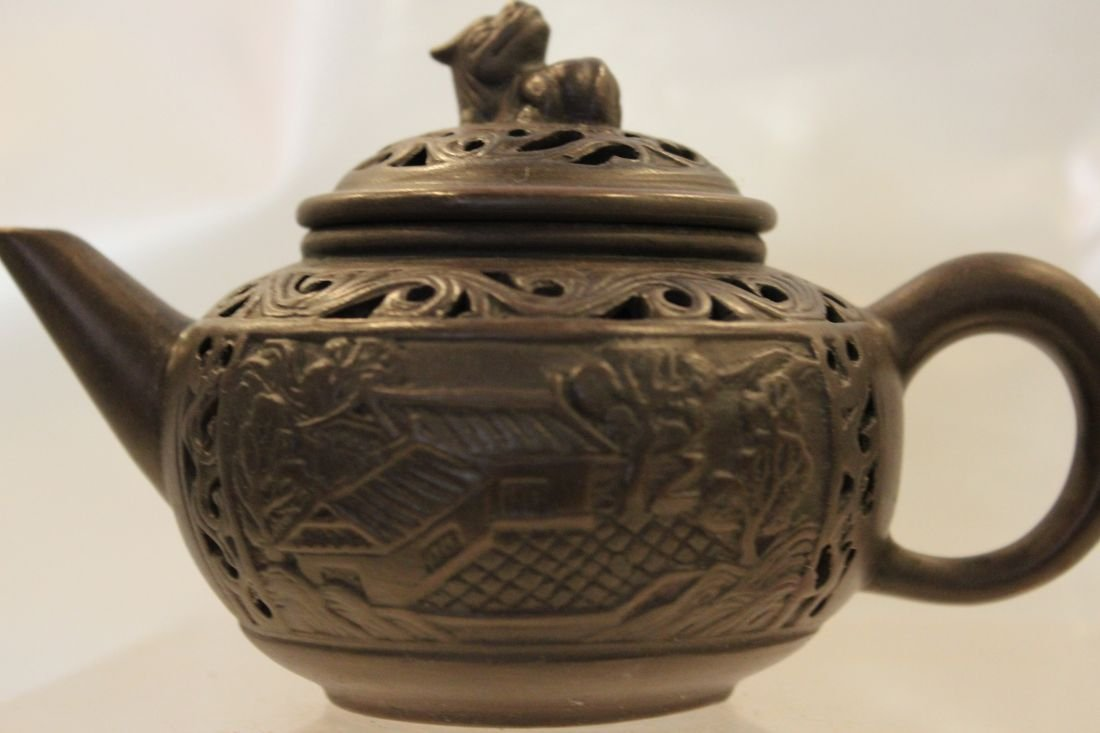 I-Hsing teapot with Gardens