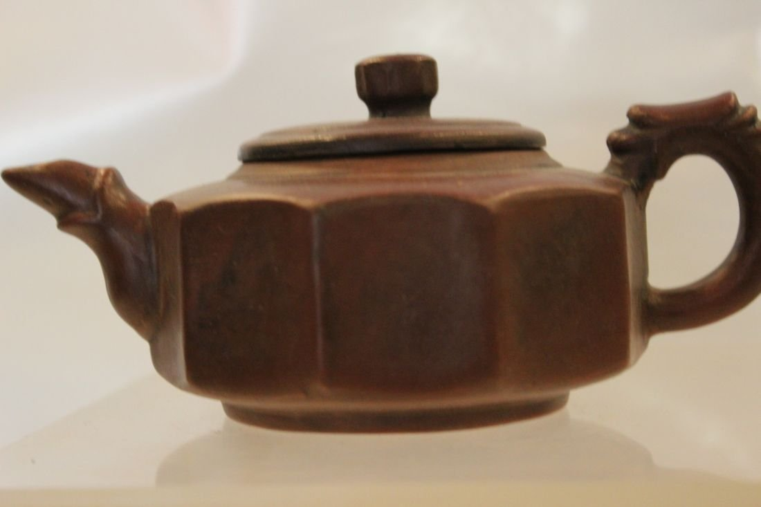 I-Hsing teapot with rib pattern