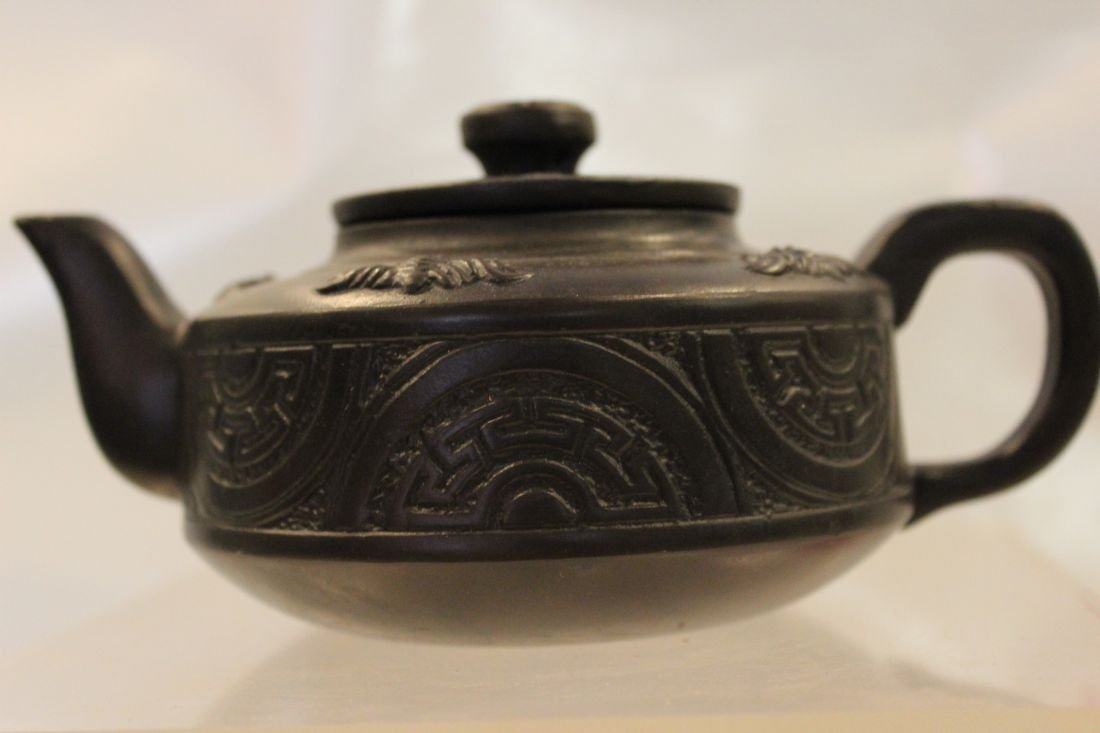 I-Hsing teapot with carvings