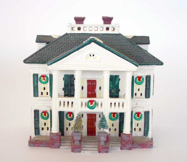 1008: Dept 56 Southern Colonial 54038 Snow Village