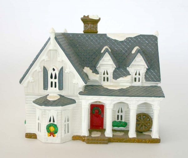 1009: Dept 56 Gothic Farmhouse 54046 Snow Village