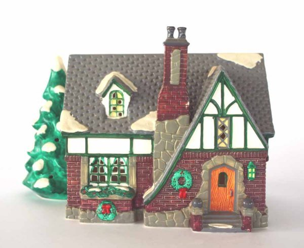 1024: Dept 56 Oak Grove Tudor 54003 Snow Village