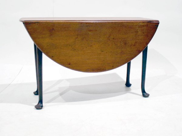 16: English Queen Anne Round Drop Leaf Table. Dense mah