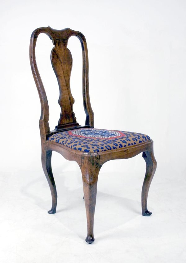 006A: English Walnut Queen Anne Side Chair, Circa 1730