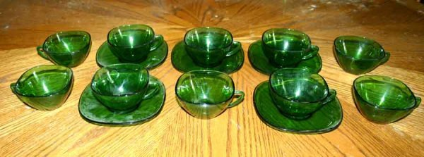 1010: 10 Cups & Five Green Glass Saucers